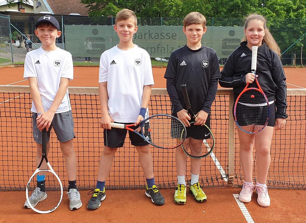 Gratulation: Die U12-Bambini der TG Neunkirchen sicherten sich ohne Niederlage die Meisterschaft in der Bezirksklasse 1 und sind in der kommenden Saison in der höchsten Liga des Bezirks Oberpfalz vertreten.