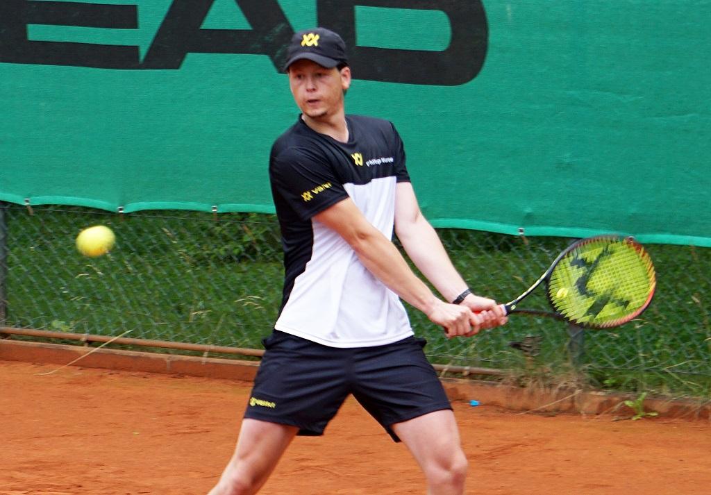 Philipp Wurzer stellte erneut seine sehr gute Form unter Beweis und steuerte zwei Punkte zum 8:1-Heimerfolg gegen den TC Amberg am Schanzl II bei.